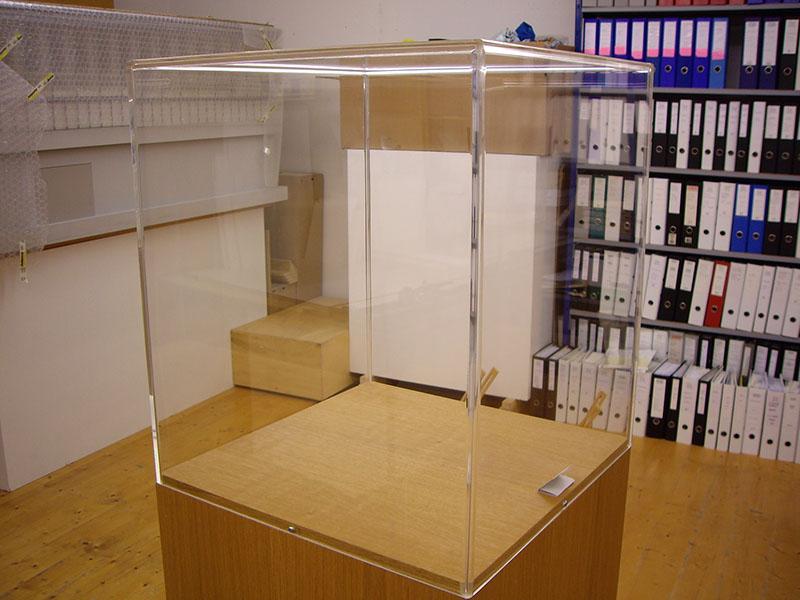 schutzhauben aus plexiglas. Black Bedroom Furniture Sets. Home Design Ideas